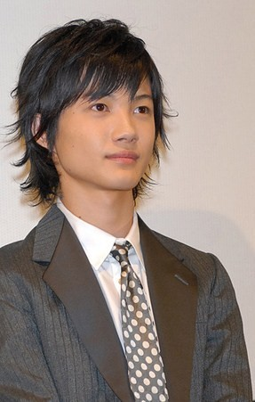 http://japanest.com/images/news/2009/05/07/KamikiRyunosuke.jpg