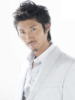 EXILE Daisuke Maki lm ngi i din cho hng thi trang Emporio Armani